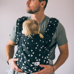 Lenka 4ever babycarrier -triangle black & white